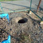電気引込柱穴掘り